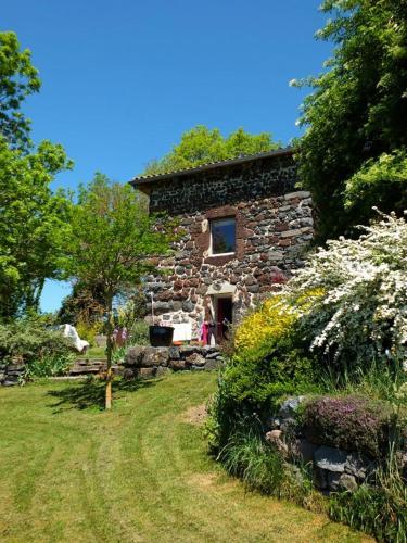 Cour Et Jardin : Bed and Breakfast near Saint-Haon