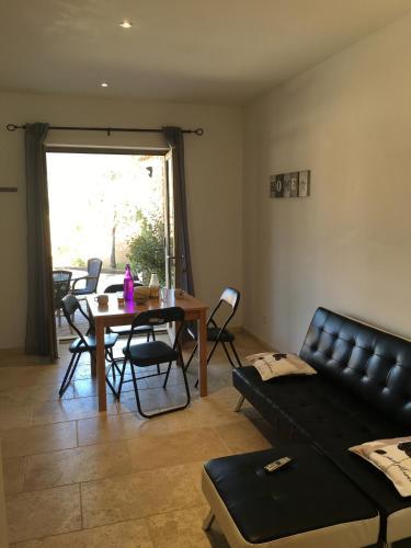 Hameau des Viaux House : Guest accommodation near Rustrel