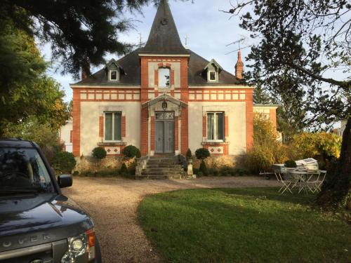 Villa 16 : Bed and Breakfast near Thevet-Saint-Julien