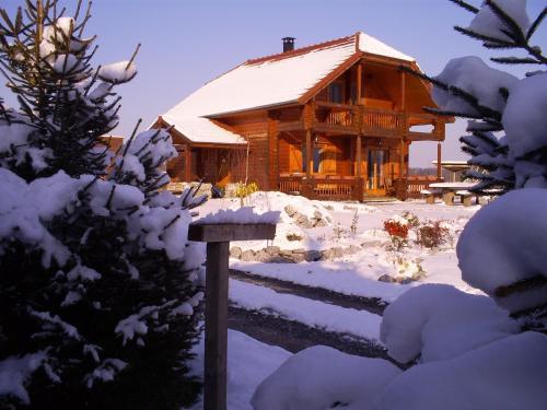 Le Chalet Hautes Pyrénées : Guest accommodation near Izaourt