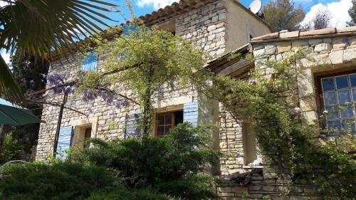 Les Dônes de Peypin : Guest accommodation near Peypin-d'Aigues