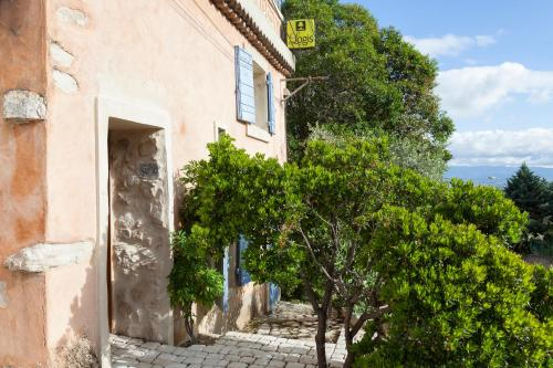 Logis Le Mas Et La Flambee Du Luberon : Hotel near Venelles