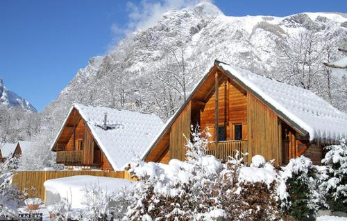 Odalys Chalet La Lauze : Guest accommodation near Saint-Christophe-en-Oisans