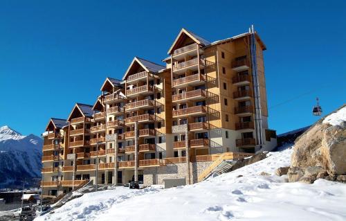 Résidence Odalys Rochebrune : Guest accommodation near Champoléon