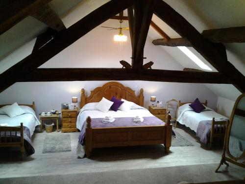 L'hermitage : Bed and Breakfast near Roussines