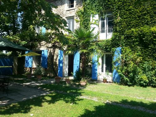 Le Mas des Platanes : Bed and Breakfast near Entraigues-sur-la-Sorgue