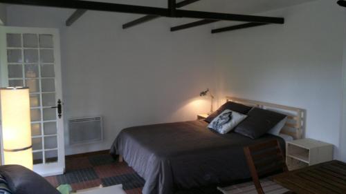 La Cabane des Beaux Chênes : Guest accommodation near Saint-Christophe-du-Bois