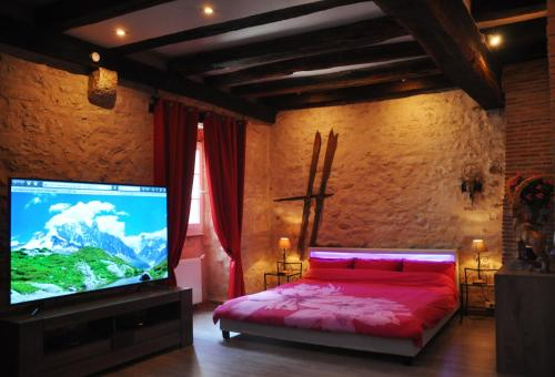 Chez Stephanie : Bed and Breakfast near La Chapelle-Orthemale
