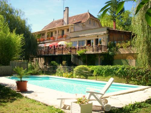La Bonne Auberge : Bed and Breakfast near Saint-Chamarand