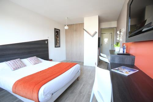 Adonis Paris Sud : Guest accommodation near Villejuif