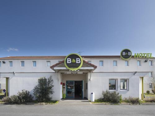 B&B Hôtel CHATEAUROUX Déols : Hotel near Saint-Pierre-de-Lamps