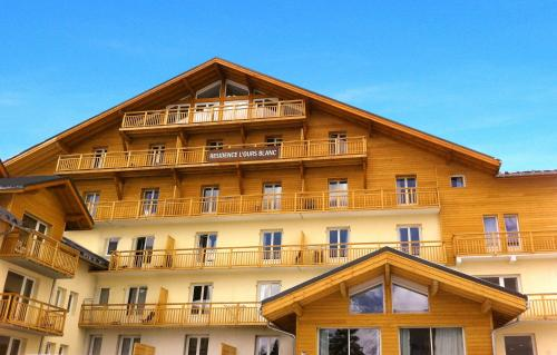 Résidence Odalys L'Ours Blanc : Guest accommodation near Saint-Christophe-en-Oisans
