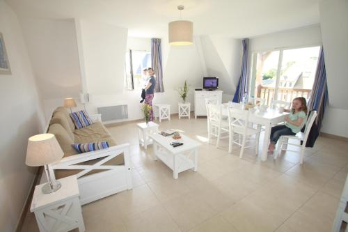 Résidence Odalys La Ferme de Deauville : Guest accommodation near Saint-Martin-aux-Chartrains