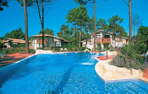 Résidence Prestige Odalys Les Greens du Bassin : Guest accommodation near Biganos