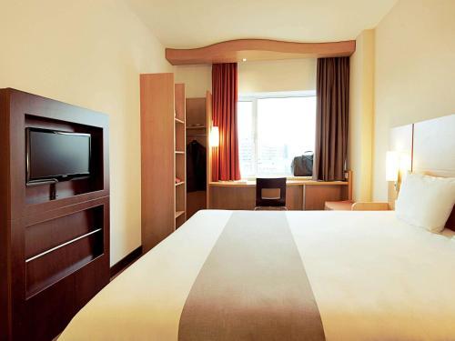 ibis Montargis : Hotel near Chenou