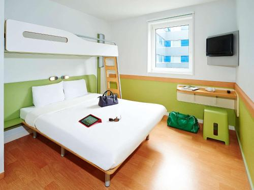 ibis budget Lisieux : Hotel near Le Mesnil-Guillaume