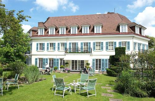 Chateau De Montreuil : Hotel near La Madelaine-sous-Montreuil