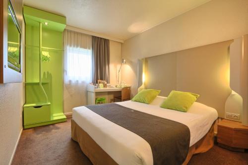 Hotel Campanile Roissy : Hotel near Louvres