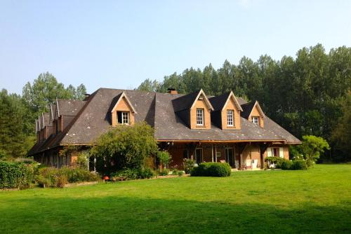 Domaine de la Vallée Saint Pierre : Bed and Breakfast near Dominois