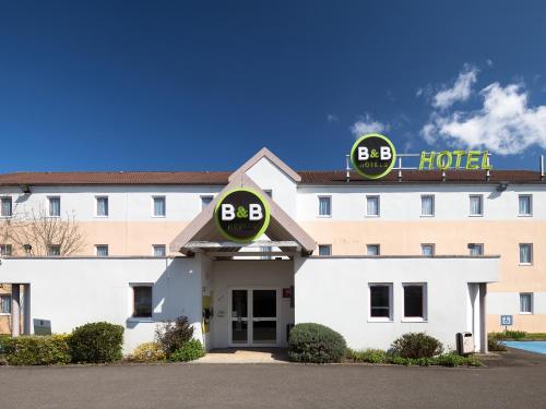 B&B Hôtel MAUREPAS : Hotel near Millemont