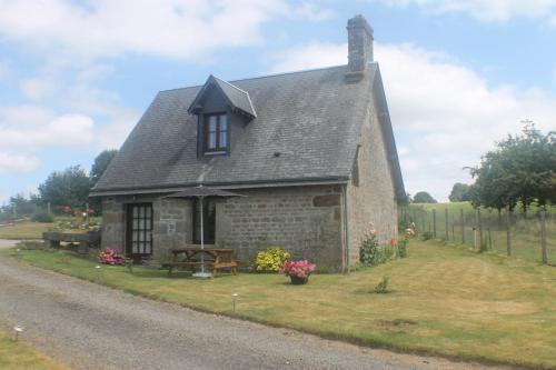 Romantic Cottage : Guest accommodation near Roullours