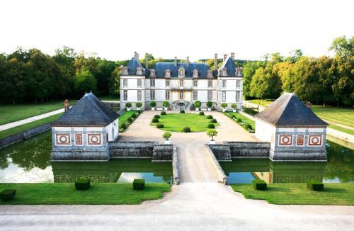 Château-Hôtel de Bourron : Hotel near Garentreville