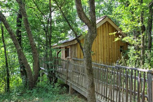 Les Cabanes des Benauges : Guest accommodation near Preignac