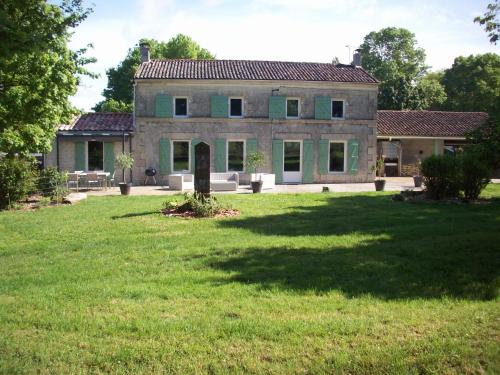 Les Chenaies : Bed and Breakfast near Puyrolland