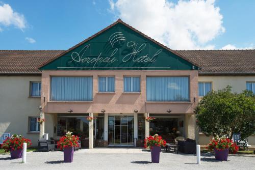 Hotel The Originals Bernay Acropole : Hotel near Drucourt