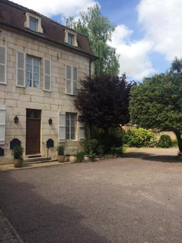Hôtel des Cymaises : Hotel near Courcelles-lès-Semur