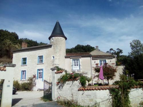 Manoir Le Cristal - Futuroscope : Bed and Breakfast near Vouneuil-sur-Vienne