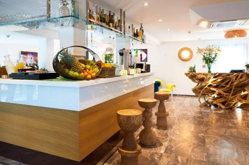 Appart' Hotel La Girafe Marseille : Hotel near Allauch