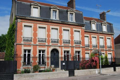 Chambre d'Hôtes L'Ambroise : Bed and Breakfast near Troyes