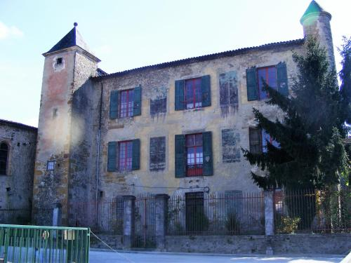 Chateau de Belesta : Bed and Breakfast near Saint-Jean-d'Aigues-Vives