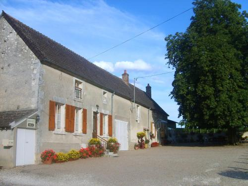Armalou : Bed and Breakfast near Suilly-la-Tour