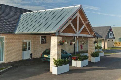 Hotel Fleur de Lys : Hotel near Morbecque