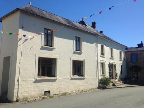 Maison Blanche : Guest accommodation near Saint-Dizier-Leyrenne