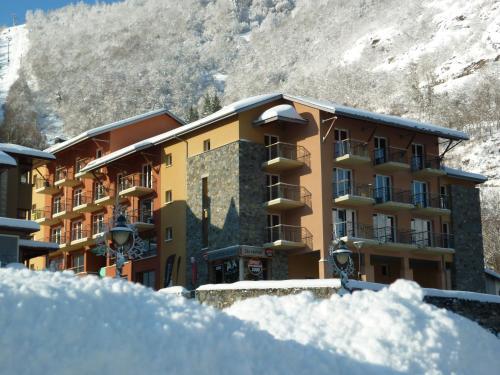 Résidence Néméa Les Grands Ax : Guest accommodation near Sorgeat