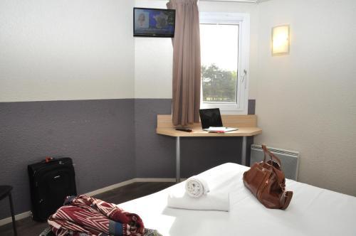 B Hotel Caen Mondeville : Hotel near Escoville