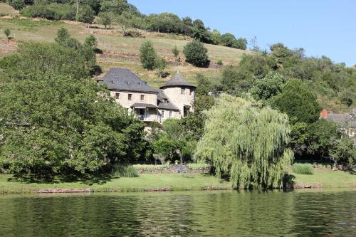Manoir des Pelies : Bed and Breakfast near Saint-Parthem