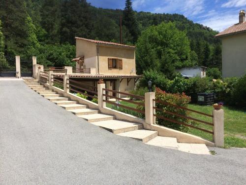 Gite Loisirs Provence : Guest accommodation near La Rochette