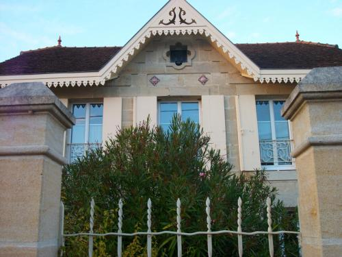 Domaine de Monein : Bed and Breakfast near Saint-André-de-Cubzac