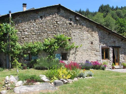 Le Pre Vert - Garden Annexe : Bed and Breakfast near Saint-Pierre-la-Bourlhonne