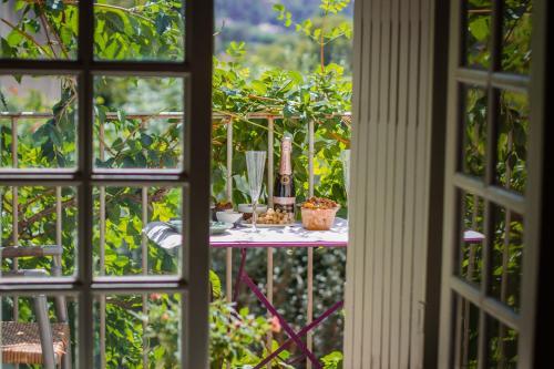 Ancienne Maison des Gardes : Bed and Breakfast near Puyvert