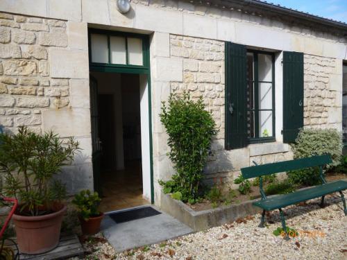 Appartements De Lattre : Apartment near Saint-Ciers-du-Taillon