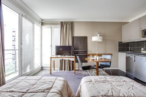 Studio Porte de Versailles : Apartment near Issy-les-Moulineaux