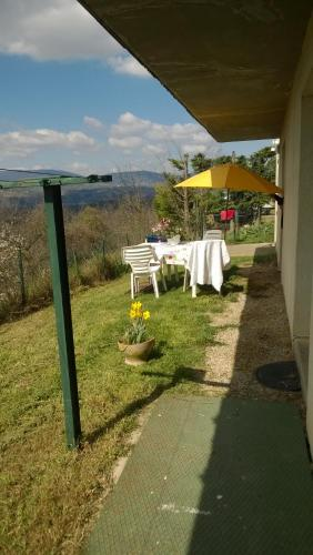 Les Accacias : Guest accommodation near Sonnay