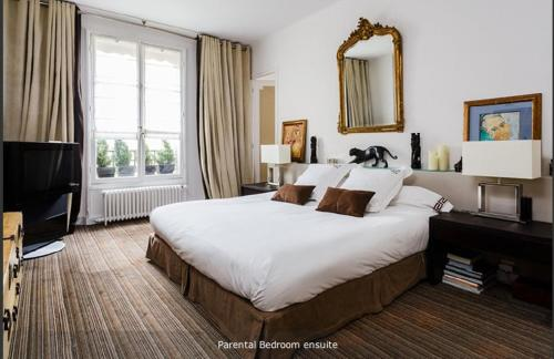 Chambres d'Hôtes dans Hôtel Particulier : Bed and Breakfast near Neuilly-sur-Seine