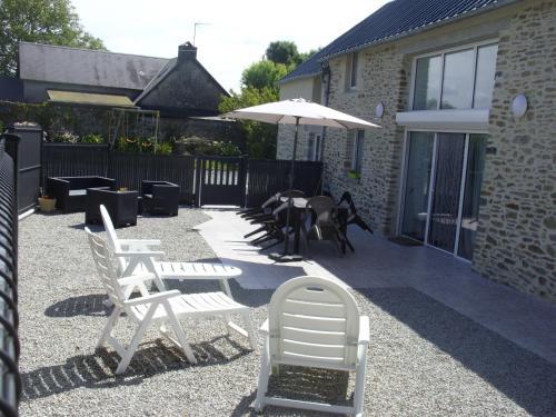 Gite à la ferme entre Terre et Mer : Guest accommodation near Guéhébert