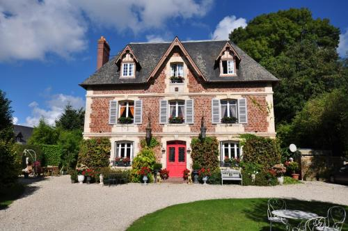 Manoir des Lions de Tourgéville : Bed and Breakfast near Saint-Pierre-Azif